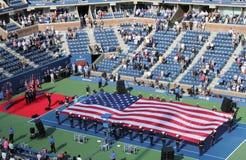 De openingsceremonie van de definitieve gelijke van US Openmensen in Billie Jean King National Tennis Center Stock Afbeelding