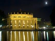 De operahuis van Stuttgart bij nacht Stock Foto