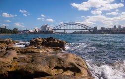 De operahuis van Sydney in de heldere dag Stock Foto