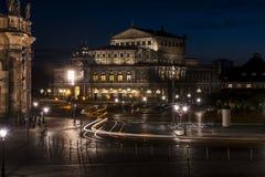 De Operatheater van Dresden bij nacht Stock Foto's