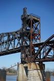 De opgeheven brug van de treinschraag royalty-vrije stock afbeelding
