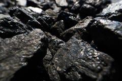 De opgeheven zwarte steenkool glanst in het zonlicht royalty-vrije stock afbeelding
