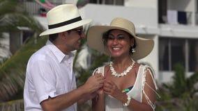 De opgewekte Toeristen koppelen in Liefde stock video
