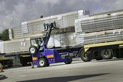 De Opgezette Vorkheftruck van Moffett Vrachtwagen Royalty-vrije Stock Foto's