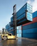 De opheffende container van de vorkheftruck Royalty-vrije Stock Fotografie