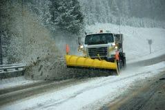 De ophelderingsweg van de sneeuwploeg Stock Fotografie