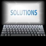 De OPLOSSINGEN van de computer in laptop controleren copyspace Royalty-vrije Stock Afbeeldingen