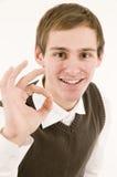 De mens toont het o.k. teken Stock Foto's