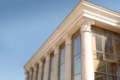 De opperst hofbouw met pijlers royalty-vrije stock fotografie
