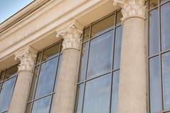 De opperst hofbouw met pijlers stock fotografie