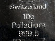 De oppervlakte van een palladiumbaar Mintedbar die van palladium 10 gram wegen stock afbeelding