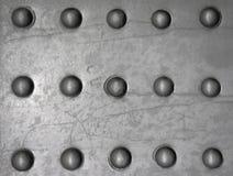 De oppervlakte van het metaal met klinknagels Stock Afbeelding