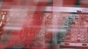 De oppervlakte zet van de Machineplaatsen van Technologiesmt de weerstanden, de condensatoren, de transistors, leiden en de geïnt stock footage
