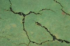 De oppervlaktebarsten van de tennisbaan stock afbeelding
