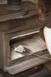 Het schoonmaken van het Houten Fornuis stock foto
