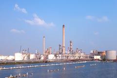 De opslag van de de energiereserve van de olieraffinaderij Stock Afbeelding