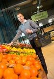 De Opslag van de Kruidenierswinkel van vruchten en van Groenten Stock Foto's