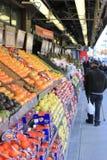 De opslag van de stoepkruidenierswinkel in stad Stock Afbeelding