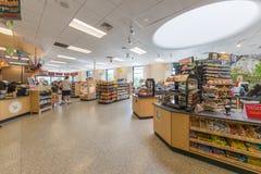 De Opslag van het Wawabenzinestation in New Jersey stock afbeeldingen