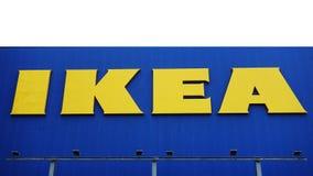 De opslag van Ikea IKEA is een multinationale groep bedrijven die de ontwerpen, klaar-aan-assembleren meubilair verkoopt stock afbeeldingen