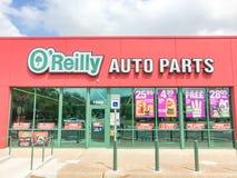 De opslag van O'reilly auto parts onder wolken blauwe hemel royalty-vrije stock foto's