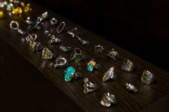 De opslag van de Spaanse firma van juwelen en namaakbijouterie UNOde50 op het centrale vierkant van het kapitaal stock foto