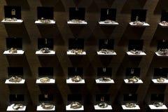 De opslag van de Spaanse firma van juwelen en namaakbijouterie UNOde50 op het centrale vierkant van het kapitaal stock afbeeldingen