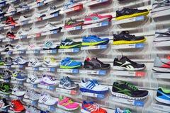 De opslag van sportschoenen Stock Foto's