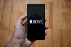 De opslagembleem van Apple app op het smartphonescherm Stock Foto