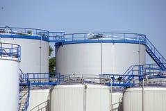 De opslagtanks van de olie Stock Afbeeldingen