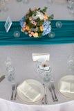 De opstelling van de elegantielijst voor huwelijk in het restaurant Royalty-vrije Stock Fotografie