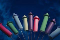De opstelling van het vuurwerk bij nacht Royalty-vrije Stock Foto
