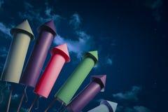 De opstelling van het vuurwerk bij nacht Royalty-vrije Stock Afbeeldingen