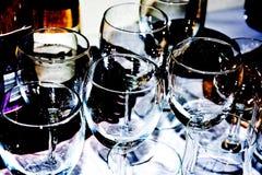 De opstelling van mousserende wijnglazen Stock Foto's