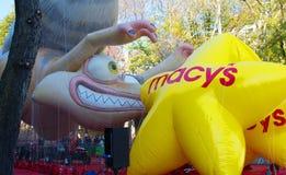 De Opstelling van de de Paradevlotter van de Macy` s Dankzegging op Straat in NYC royalty-vrije stock afbeelding
