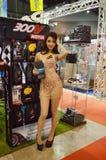 De optie Thailand Fest 2014 BANGKOK, THAILAND 1,2014 Augustus Niet geïdentificeerd model stelde smeerolie bij Donderkoepel voor,  Stock Afbeelding