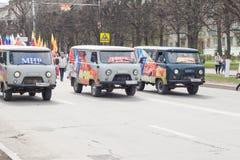 De optocht, parade 1 Mei, 2016 in de stad van Cheboksary, Chuvash Republiek, Rusland stock fotografie
