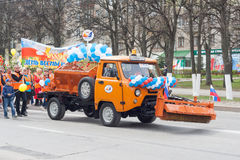 De optocht, parade 1 Mei, 2016 in de stad van Cheboksary, Chuvash Republiek, Rusland royalty-vrije stock foto's