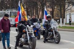 De optocht, parade 1 Mei, 2016 in de stad van Cheboksary, Chuvash Republiek Rusland De club van de fietsersmotorfiets stock foto
