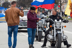 De optocht, parade 1 Mei, 2016 in de stad van Cheboksary, Chuvash Republiek Rusland De club van de fietsersmotorfiets stock afbeeldingen