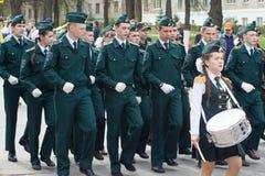 De optocht, parade 1 Mei, 2016 in de stad van Cheboksary, Chuvash Republiek, Rusland Tienerjaren in eenvormig met muzikale instru royalty-vrije stock afbeeldingen