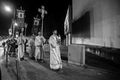 De optocht van nachtpasen in Parochie van Sainted Nieuwe Martelaren en Confessors van Rusland bij Russische Orthodoxe Kerk Royalty-vrije Stock Afbeeldingen