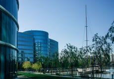 De Oracle högkvarteren som lokaliseras i Redwood City Arkivfoto
