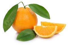 De oranje die de vruchten van fruitsinaasappelen plak sneed plakken op whit worden geïsoleerd Royalty-vrije Stock Foto's