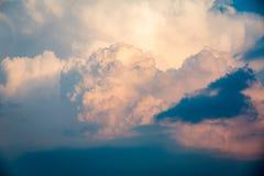De oranje hemel van de wolkenzonsondergang Stock Foto