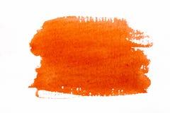 De oranje slagen van de waterverfborstel op witte ruwe textuurdocument wi Stock Foto