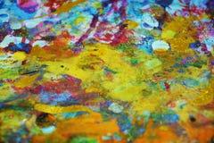 De oranjegele purpere blauwe gouden verf vertroebelde plonsen, kleurrijke levendige wasachtige kleuren, contrasten creatieve acht royalty-vrije stock foto's