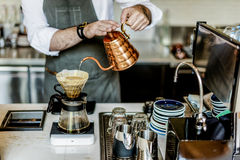 De Ordeconcept van Baristaprepare coffee working royalty-vrije stock afbeeldingen