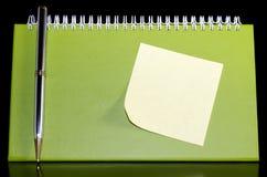 De organisator met pen en noteped Royalty-vrije Stock Afbeelding