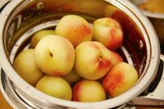 De organische natuurlijke sappige heerlijke zomer van de fruitperzik Royalty-vrije Stock Afbeeldingen